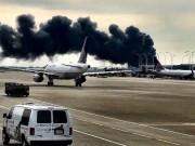 Thế giới - Máy bay chứa 170 người bốc cháy ngùn ngụt tại sân bay Mỹ