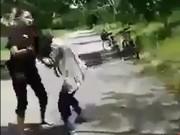 Giáo dục - du học - Công an làm việc nhóm thiếu nữ đánh bạn, bắt liếm chân