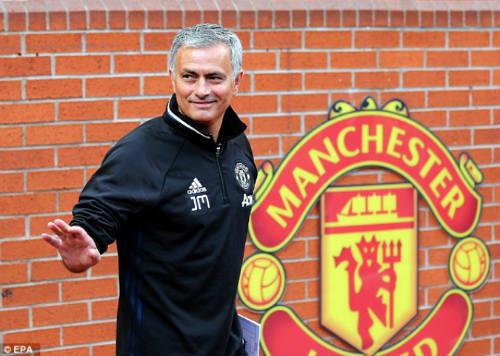MU – Mourinho 4 trận liền không thắng: Mừng nhiều hơn lo