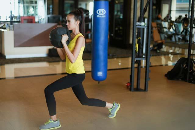 Ngắm chân dài Ngọc Châu gợi cảm tập gym - 4