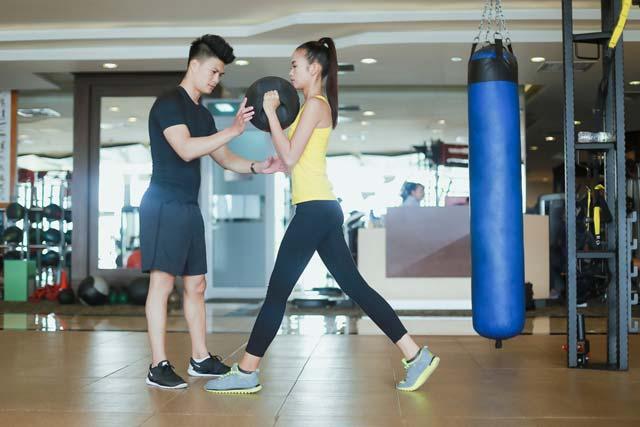 Ngắm chân dài Ngọc Châu gợi cảm tập gym - 3