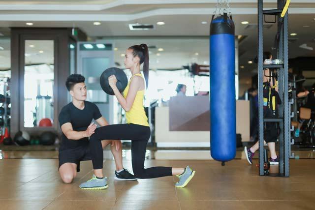 Ngắm chân dài Ngọc Châu gợi cảm tập gym - 2