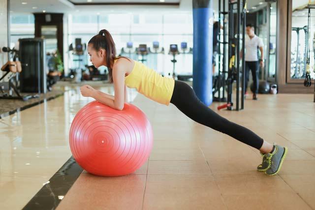 Ngắm chân dài Ngọc Châu gợi cảm tập gym - 5