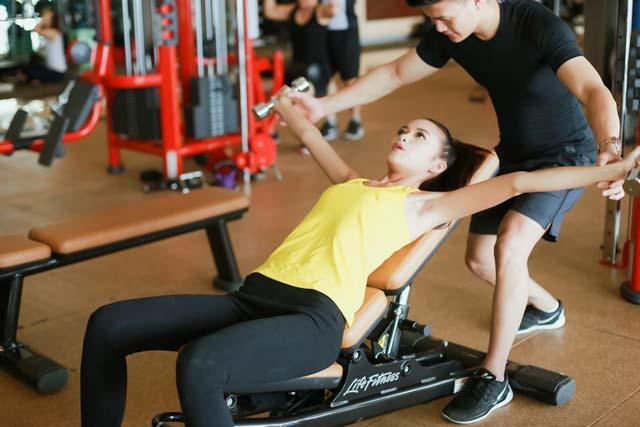 Ngắm chân dài Ngọc Châu gợi cảm tập gym - 9