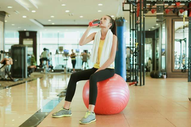 Ngắm chân dài Ngọc Châu gợi cảm tập gym - 16