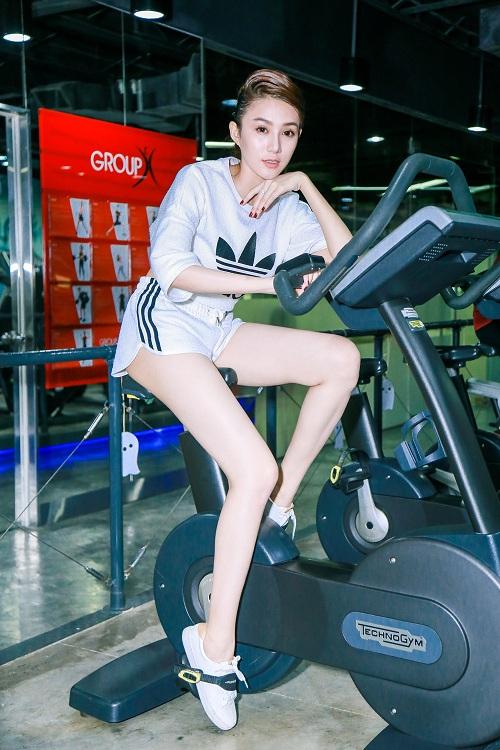 Chân dài Lê Hà The Face lộ ảnh tập gym căng nuột - 9