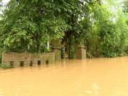 Tin tức trong ngày - Quảng Bình: Lũ chồng lũ, làng mạc chìm trong biển nước