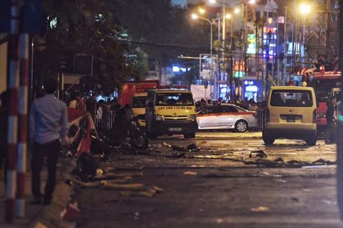 HN: Cháy dữ dội ở quán karaoke trên đường Trần Thái Tông - 21