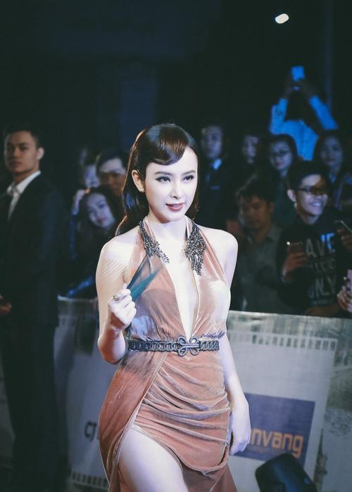 """""""Đứng hình"""" vì thấy Phương Trinh mặc bạo trong đêm Hà thành - 5"""
