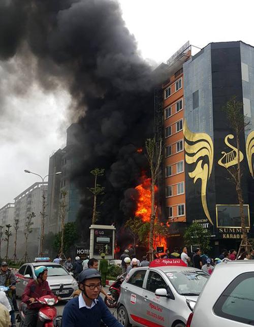 HN: Cháy dữ dội ở quán karaoke trên đường Trần Thái Tông: 13 người đã thiệt mạng