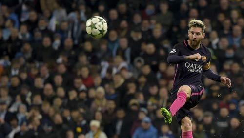 """Bị khiêu khích, Messi suýt """"tẩn"""" nhau với SAO Man City"""