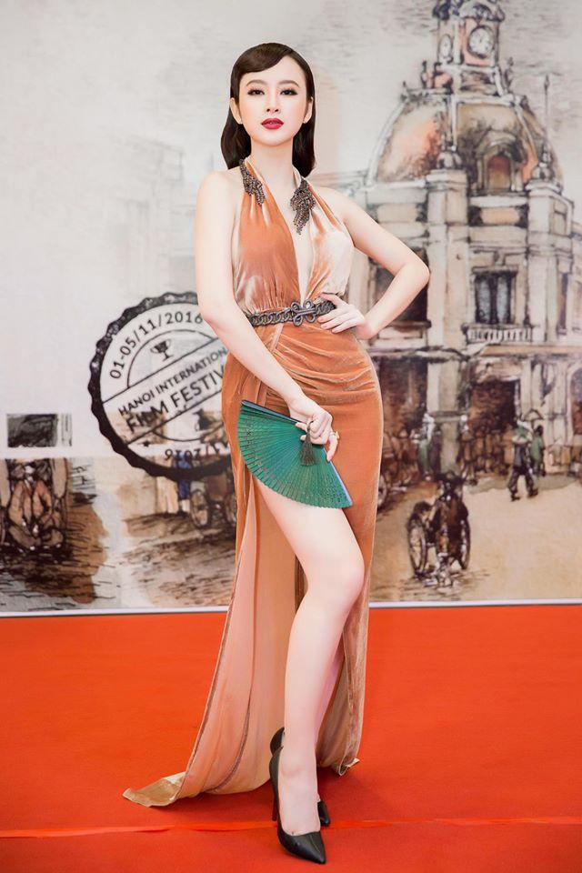 """7 chiếc váy nóng bỏng """"gây bão"""" ở các kỳ LHP Việt"""