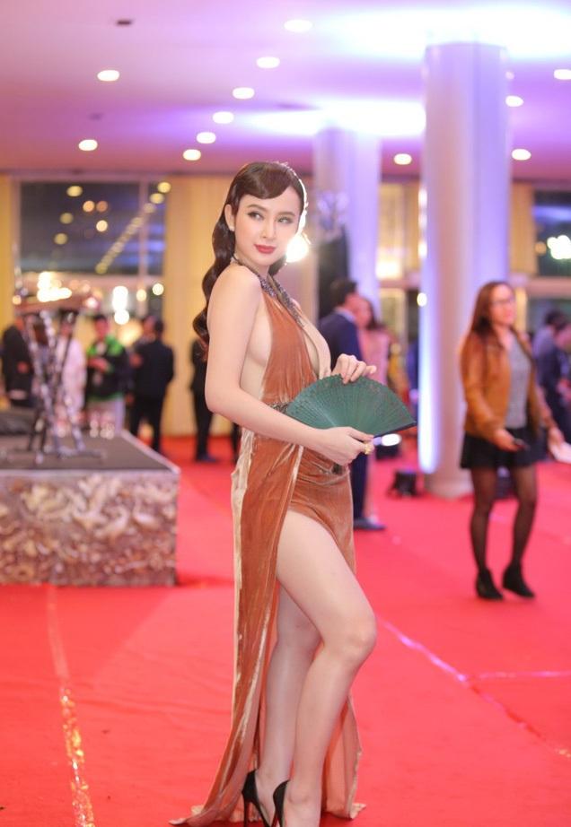 """Những bộ cánh """"rúng động"""" thảm đỏ của Angela Phương Trinh - 2"""
