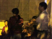 Tin tức trong ngày - Vụ cháy 13 người chết: Thiếu phụ khóc ngất vào nhận mặt chồng