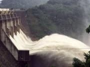 Tin tức trong ngày - Sau Huế, thủy điện Quảng Nam đồng loạt xả lũ