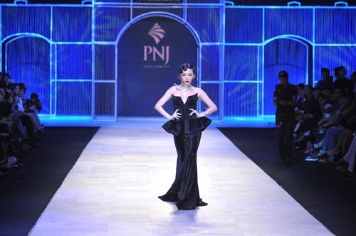 Mãn nhãn với tuyệt tác trang sức tại Vietnam International Fashion Week - 2