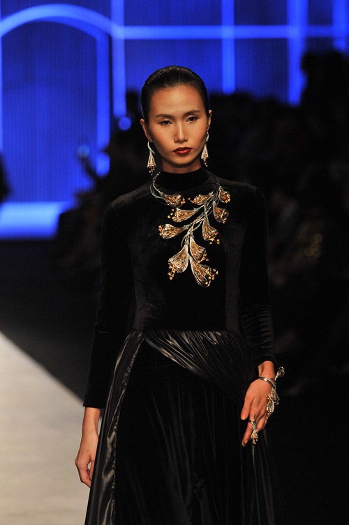 Mãn nhãn với tuyệt tác trang sức tại Vietnam International Fashion Week - 4