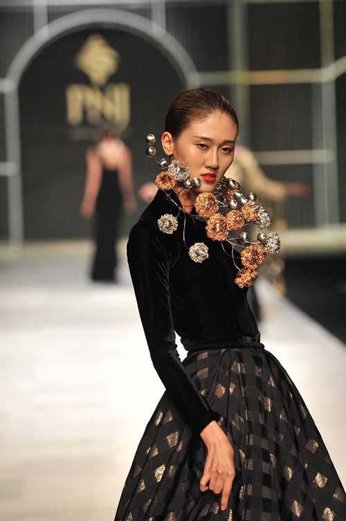 Mãn nhãn với tuyệt tác trang sức tại Vietnam International Fashion Week - 5