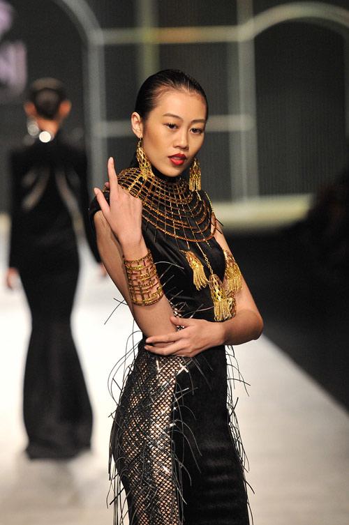 Mãn nhãn với tuyệt tác trang sức tại Vietnam International Fashion Week - 7