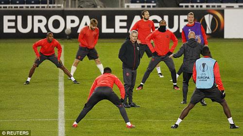 MU hỏi mua Suarez giá kỷ lục, Barca chính thức lên tiếng - 6