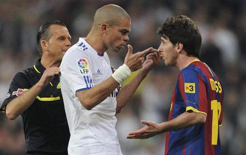Khi Messi nổi nóng: Chửi bới, nắm cổ và đấm nguội