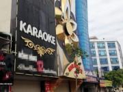 """Tin tức trong ngày - Cận cảnh những biển quảng cáo karaoke kích thước """"khủng"""""""