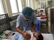 Sức khỏe đời sống - Trẻ mắc cúm mùa, ho gà, tay chân miệng nhập viện la liệt