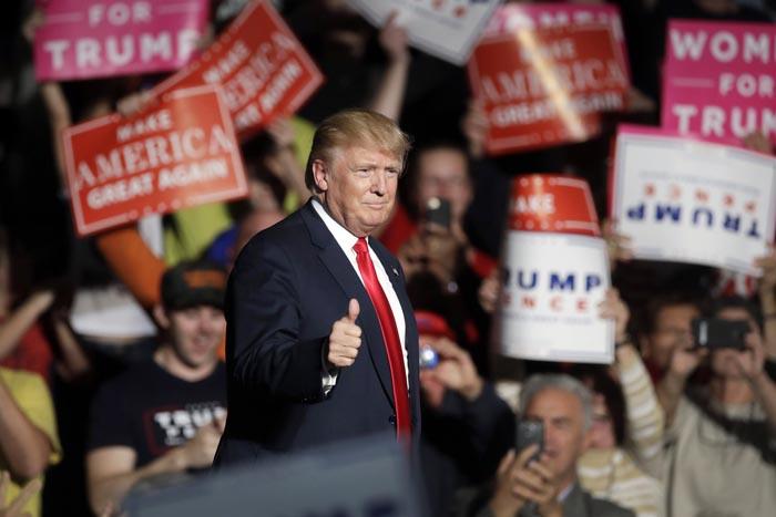 Nhà tiên tri Nostradamus dự báo đáng sợ về Donald Trump? - 1