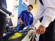 Thị trường - Tiêu dùng - Giá xăng tăng liên tiếp 6 lần trong vòng 3 tháng