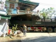 Ô tô tải lao vào nhà dân, 2 mẹ con tử vong tại chỗ