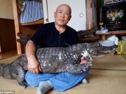 Phi thường - kỳ quặc - Bầu bạn, ôm ấp cá sấu suốt 34 năm, bỏ bê cả vợ