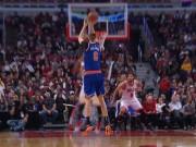 Thể thao - Cú sốc NBA: Đang bay cao bị ngã sấp mặt bởi kẻ khốn khổ
