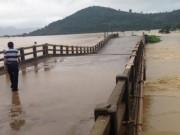 Tin tức trong ngày - Lật cano cứu hộ, 6 chiến sĩ công an bị nước lũ cuốn