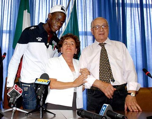 SAO bóng đá & quá khứ dữ dội: Balotelli và nỗi ám ảnh màu da (P3) - 3