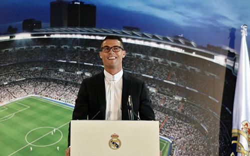 Gia hạn với Real, 1 bàn của Ronaldo đủ mua biệt thự