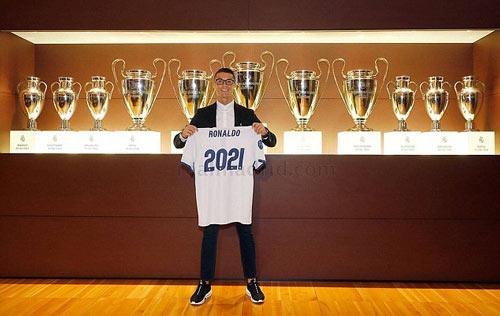 Ronaldo ký hợp đồng mới với Real, 1 bàn đủ mua biệt thự