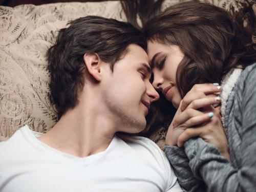 """4 lý do các cặp vợ chồng thích """"yêu"""" về đêm"""