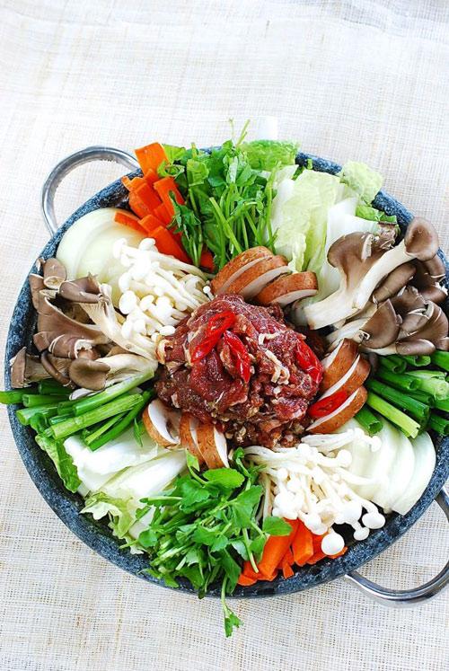 Lẩu bò kiểu Hàn nóng hổi vừa ăn vừa thổi - 5