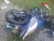 Tai nạn giao thông - Xe máy đấu đầu xe khách, 3 thanh niên tử vong