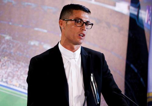 """Ronaldo ký """"tỷ đô"""", Barca hứa lương Messi cao hơn gấp đôi"""