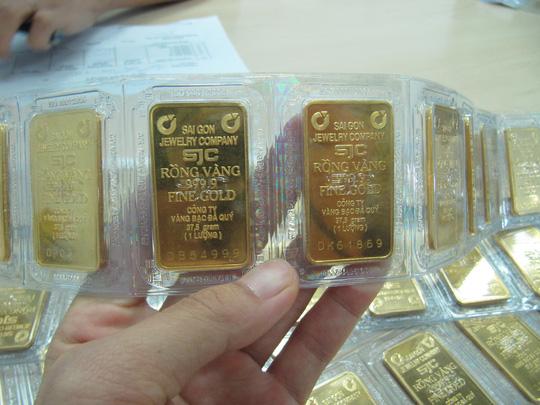 Ông Trump đắc cử, giá vàng vọt lên 37,35 triệu đồng/lượng