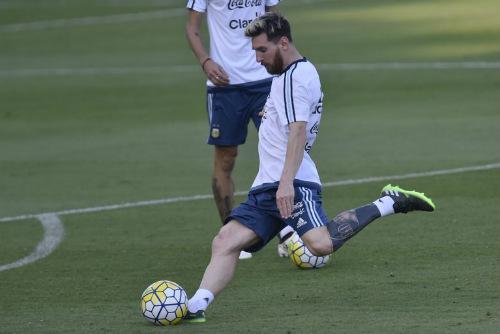 """Giật mình với quá trình Messi """"tô mực"""" chân trái"""