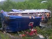 Tin tức trong ngày - Lật xe khách, 2 người chết, 14 người bị thương