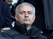 """Bóng đá - """"Dẹp loạn"""" ở MU, Mourinho bức xúc với cả đội ngũ y tế"""
