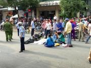 Tin TP Hồ Chí Minh - Người thân gào khóc bên thi thể nạn nhân sau tai nạn