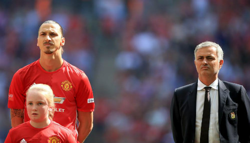 """MU: Mourinho bị """"đâm sau lưng"""", Ibra bất bình với thầy - 2"""