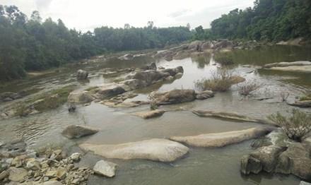 Kinh hãi phát hiện thi thể nam thanh niên trôi trên sông