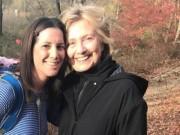 Thế giới - Bà Clinton bị bắt gặp cùng chồng đi dạo nơi vắng vẻ