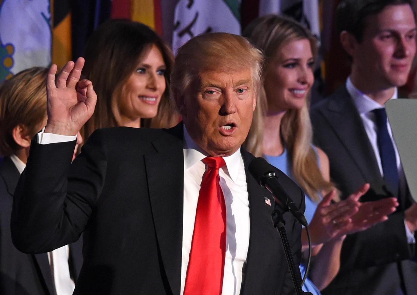 """Trump làm Tổng thống chưa phải là """"tận thế"""" với người Mỹ!"""