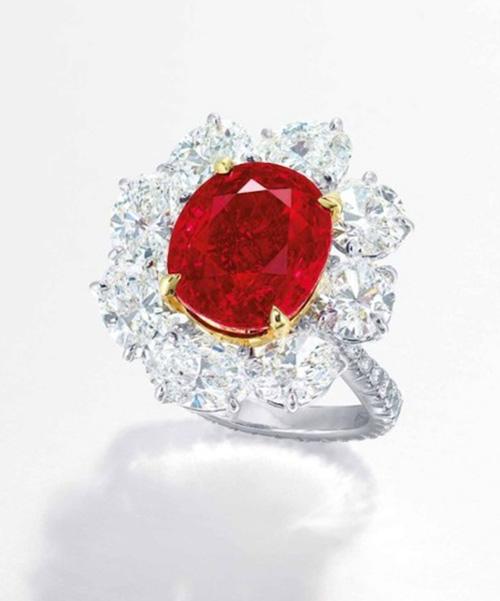 """Nhẫn kim cương đính hồng ngọc """"huyết bồ câu"""" giá 283 tỉ đồng - 5"""